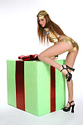 Carmen Gemini Golden present istripper model